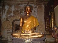 Asisbiz Wat Phra Baromathat Nakhon Srithammarat Buddhas Apr 2001 01
