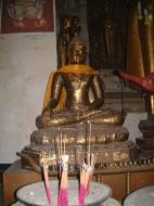 Asisbiz Wat Phra Baromathat Nakhon Srithammarat Buddhas Apr 2001 02