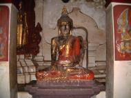 Asisbiz Wat Phra Baromathat Nakhon Srithammarat Buddhas Apr 2001 03