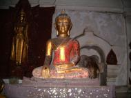 Asisbiz Wat Phra Baromathat Nakhon Srithammarat Buddhas Apr 2001 05