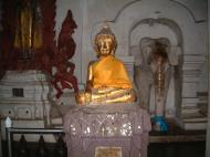 Asisbiz Wat Phra Baromathat Nakhon Srithammarat Buddhas Apr 2001 06