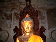 Asisbiz Wat Phra Baromathat Nakhon Srithammarat Buddhas Apr 2001 09