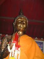 Asisbiz Wat Phra Baromathat Nakhon Srithammarat Buddhas Apr 2001 11