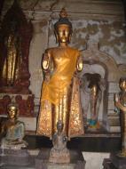 Asisbiz Wat Phra Baromathat Nakhon Srithammarat Buddhas Apr 2001 12