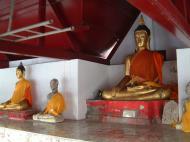 Asisbiz Wat Phra Baromathat Nakhon Srithammarat Buddhas Apr 2001 17