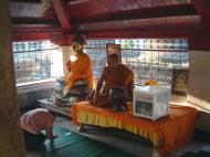 Asisbiz Wat Phra Baromathat Nakhon Srithammarat Buddhas Apr 2001 25