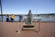 Asisbiz The fisherman statue by Jesse Corsaut Old Fishermans Grotto Wharf Monterey CA 01