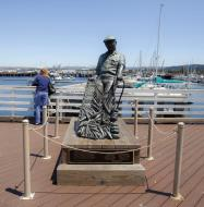 Asisbiz The fisherman statue by Jesse Corsaut Old Fishermans Grotto Wharf Monterey CA 02