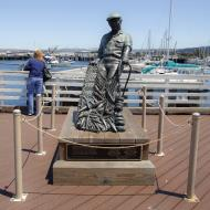 Asisbiz The fisherman statue by Jesse Corsaut Old Fishermans Grotto Wharf Monterey CA 03