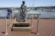 Asisbiz The fisherman statue by Jesse Corsaut Old Fishermans Grotto Wharf Monterey CA 04