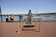 Asisbiz The fisherman statue by Jesse Corsaut Old Fishermans Grotto Wharf Monterey CA 05