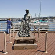 Asisbiz The fisherman statue by Jesse Corsaut Old Fishermans Grotto Wharf Monterey CA 07