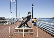 Asisbiz The fisherman statue by Jesse Corsaut Old Fishermans Grotto Wharf Monterey CA 11