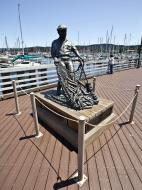 Asisbiz The fisherman statue by Jesse Corsaut Old Fishermans Grotto Wharf Monterey CA 13