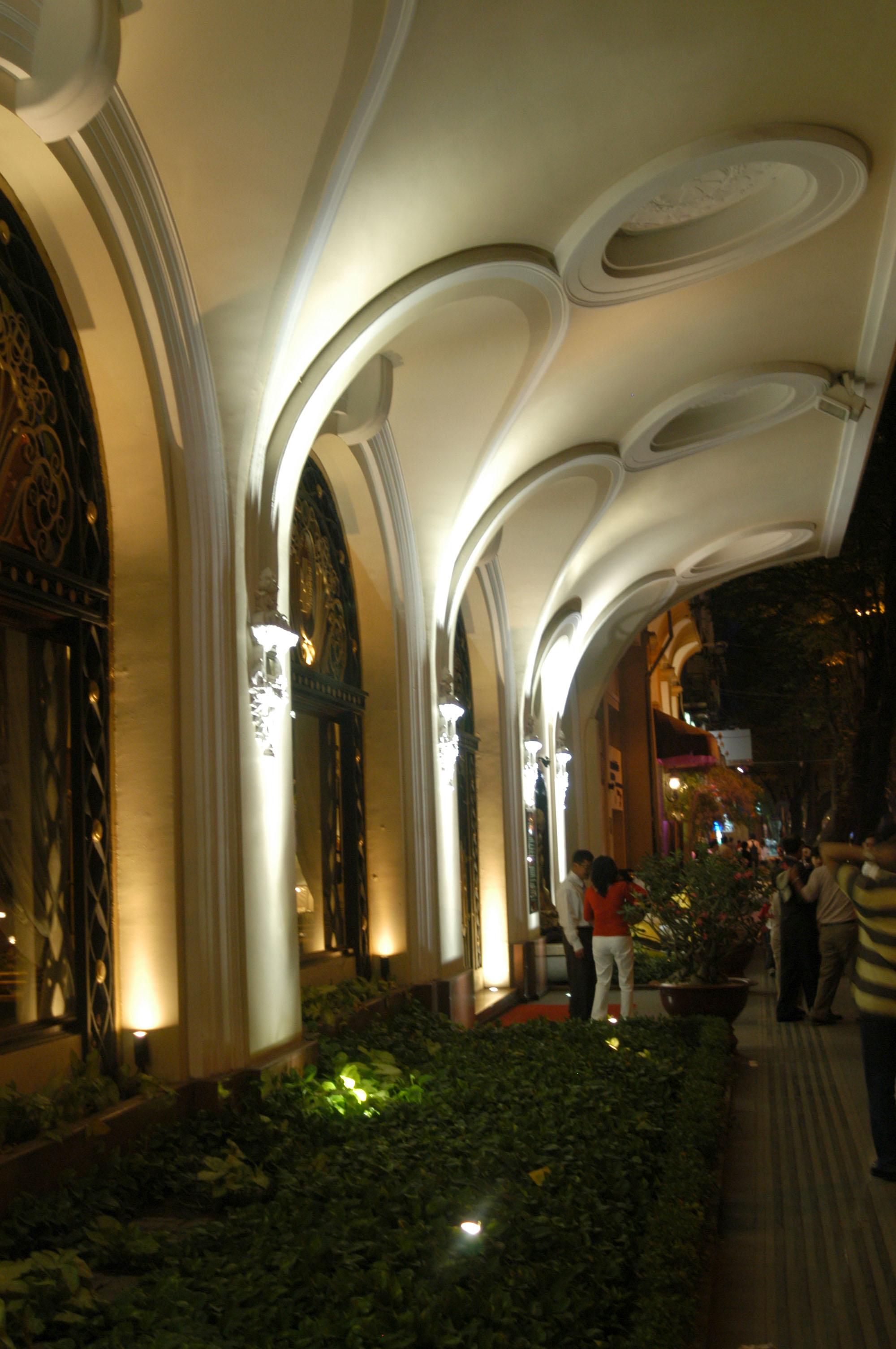Asisbiz Vietnam Ho Chi Minh City Grand Hotel Saigon Night Life Feb