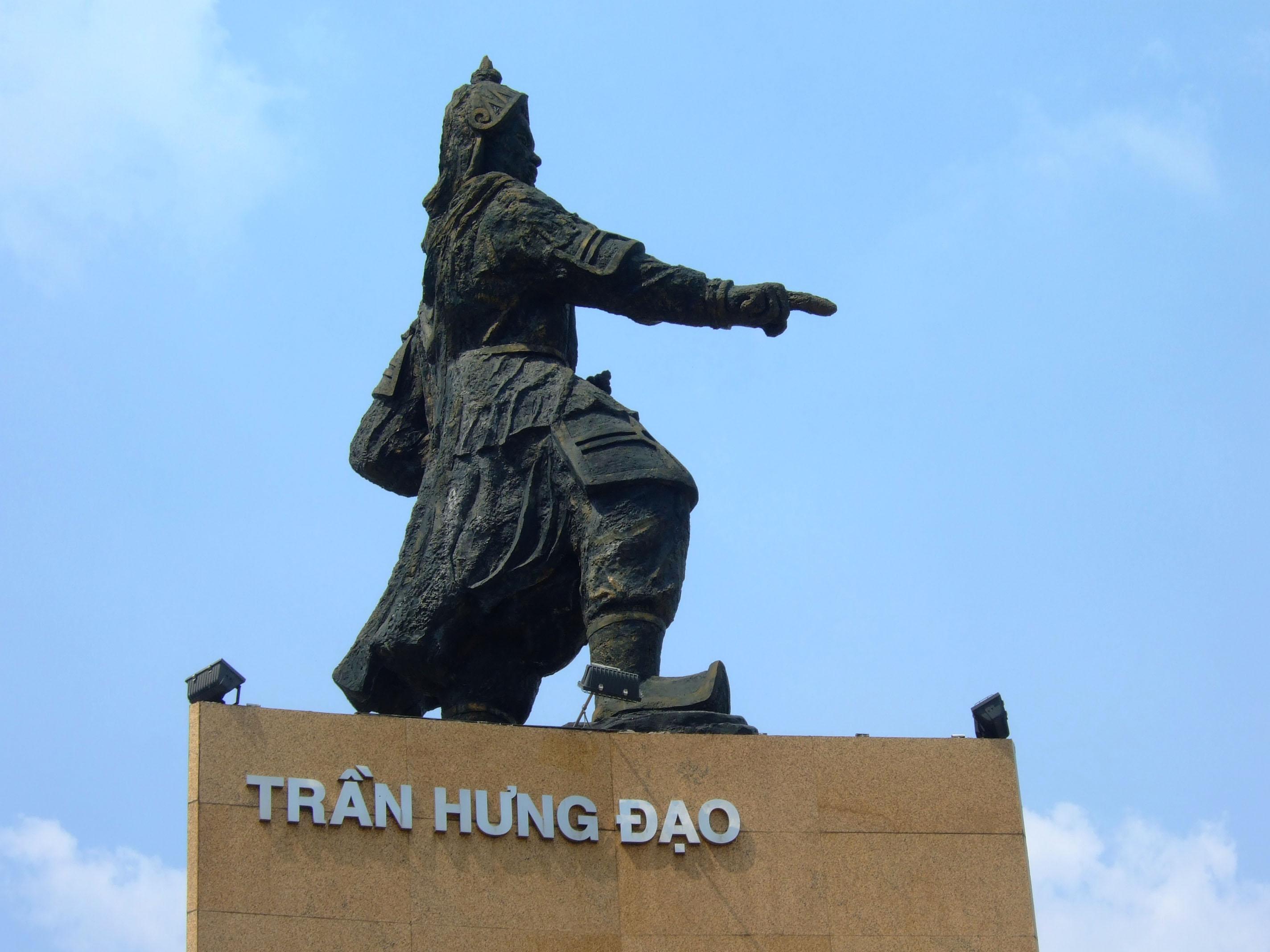 Asisbiz Vietnam Tran Hung Dao Momument Feb 2009 05