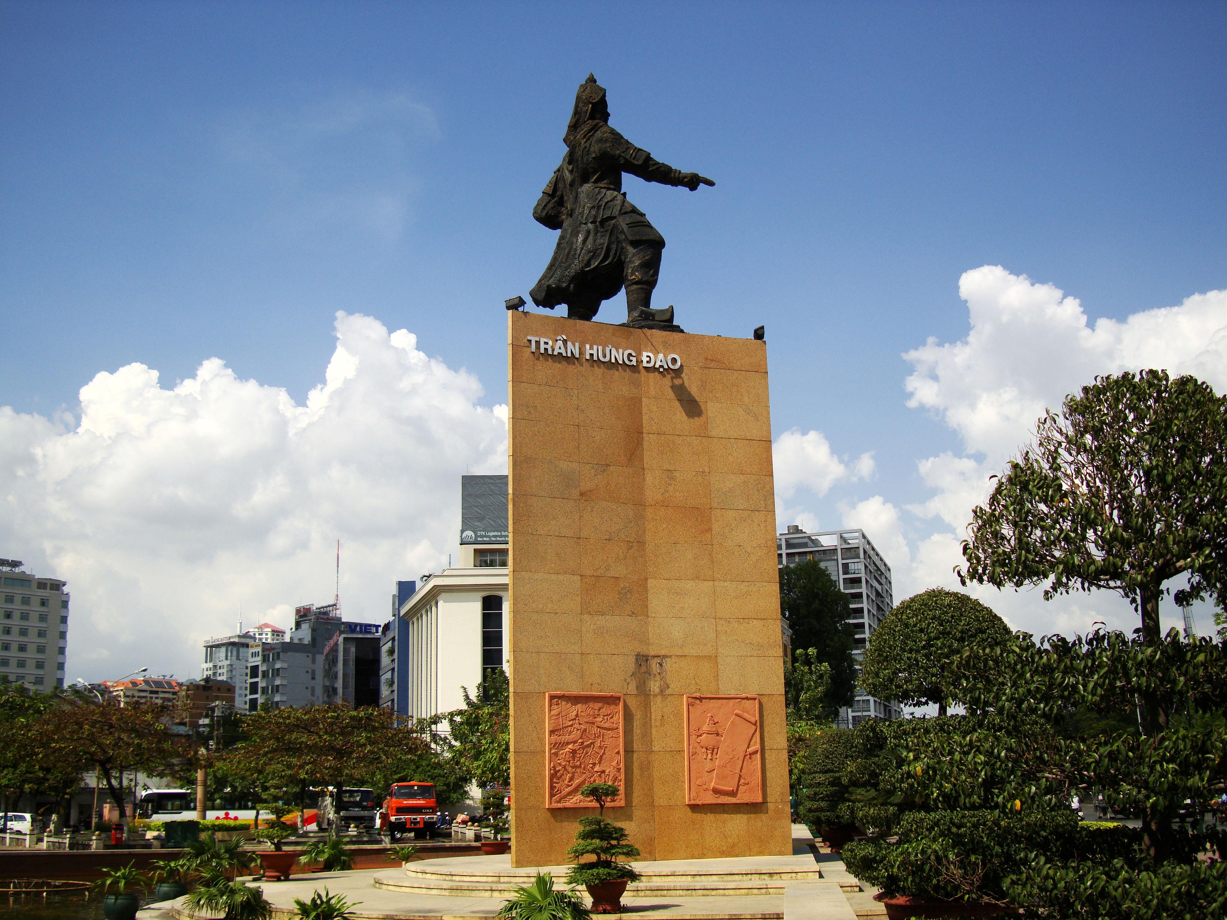 Asisbiz Vietnam Tran Hung Dao Statue Nov 2009 03