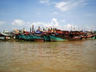 Asisbiz Mekong Delta Saigon river Vietnamese fishing boats Nov 2009 01