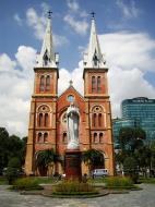 Asisbiz Vietnam Ho Chi Minh City Saigon Notre Dame Cathedral architecture Nov 2009 05