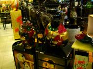 Asisbiz Vietnamese Lacquerware Vases Tay Son District 3 HCMC 2009 08