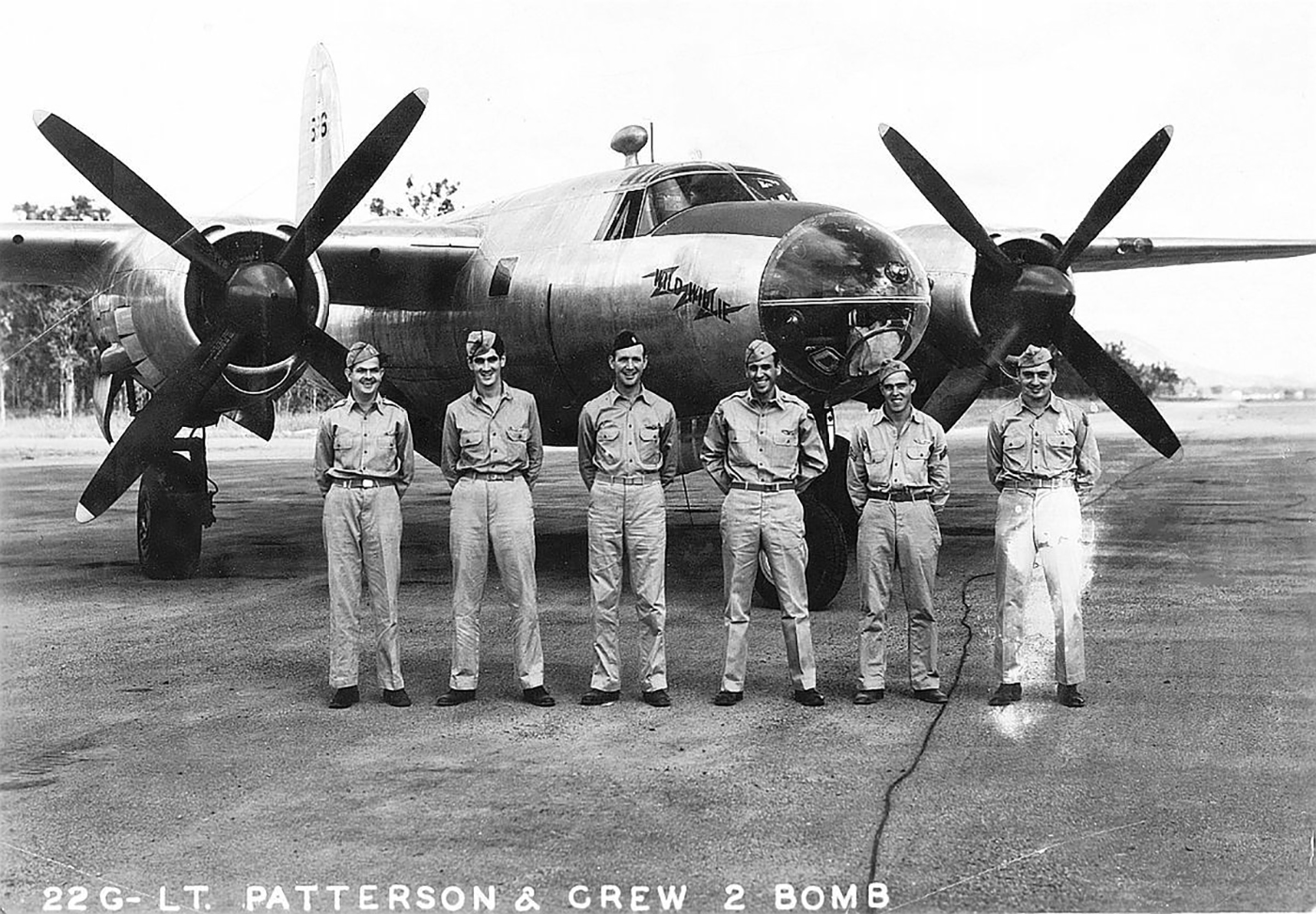 USAAF 40 1516 B 26 Marauder 22BG2BS Wild Willie with crew 01