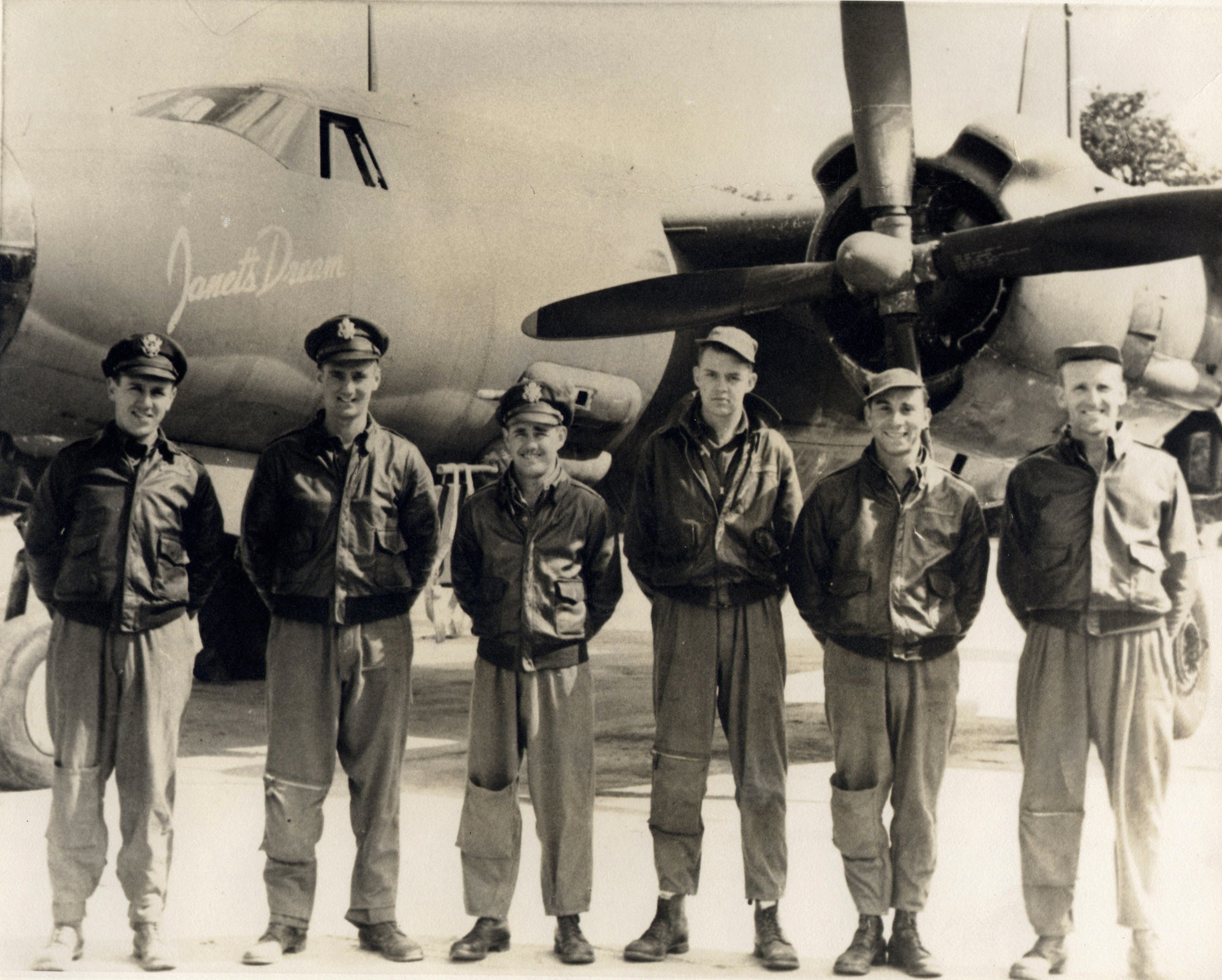 USAAF 41 31629 B 26B Marauder 387BG559BS TQV Janets Dream with crew 01