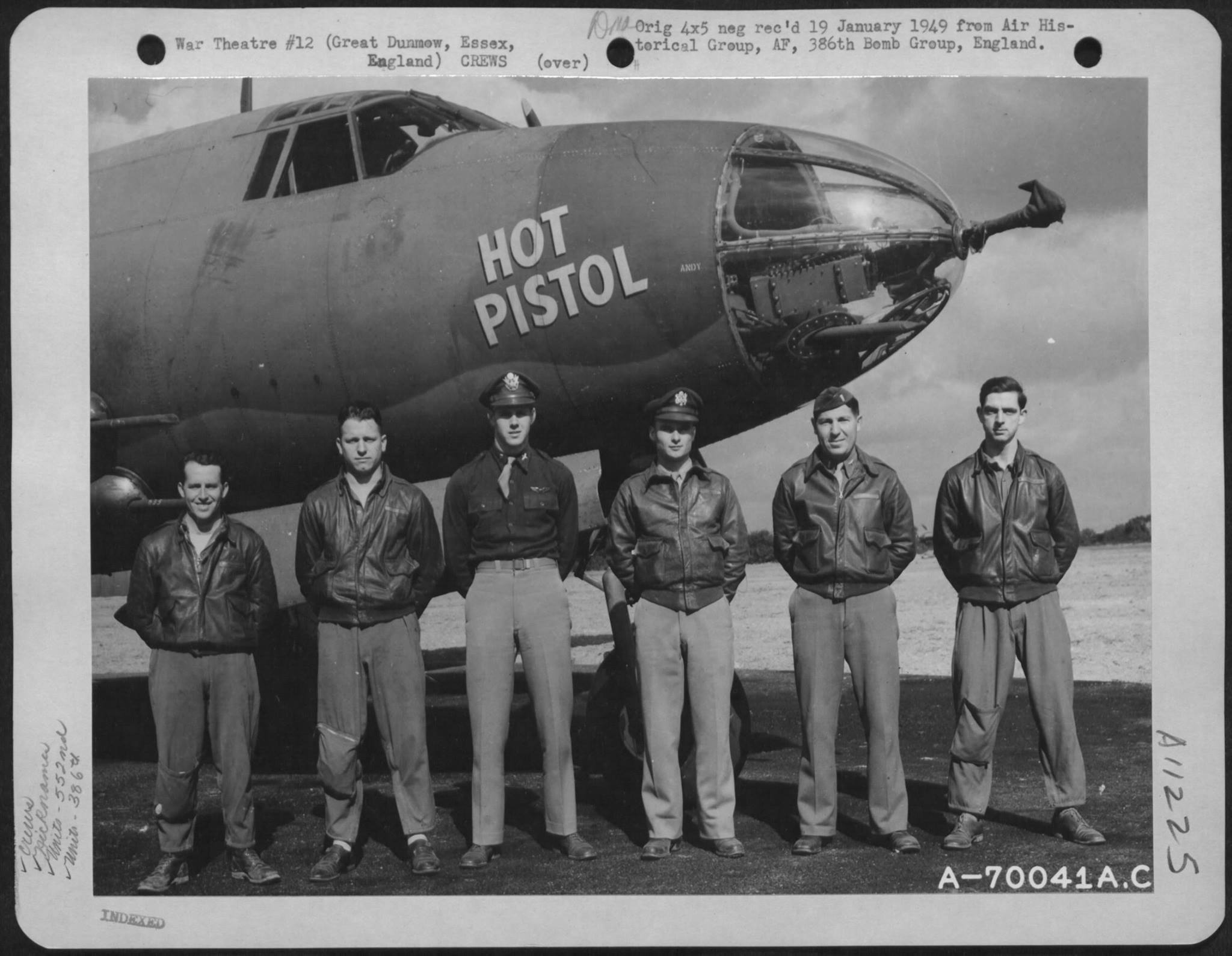 USAAF 41 31633 B 26B Marauder 386BG552BS RGP Hot Pistol with crew Engalnd 2 Sep 1943 01