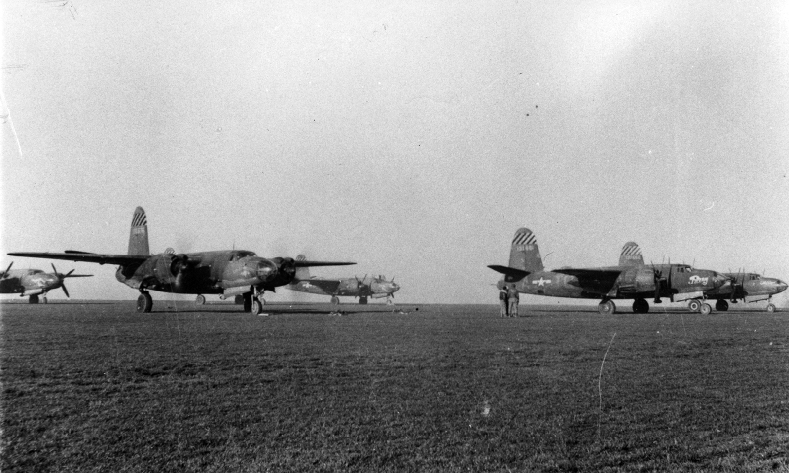USAAF 41 31662 B 26B Marauder 387BG559BS TQX Old Crow foreground England Jan 1944 01