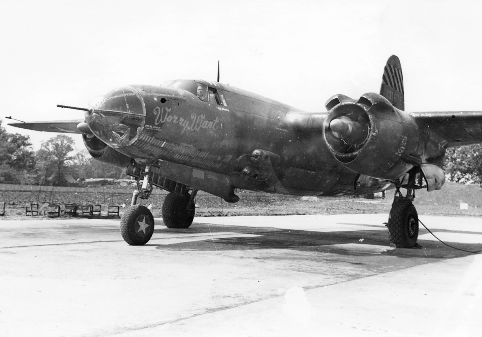 USAAF 41 31672 B 26B Marauder 387BG557BS KSQ Worry Wart engine warm up England 01