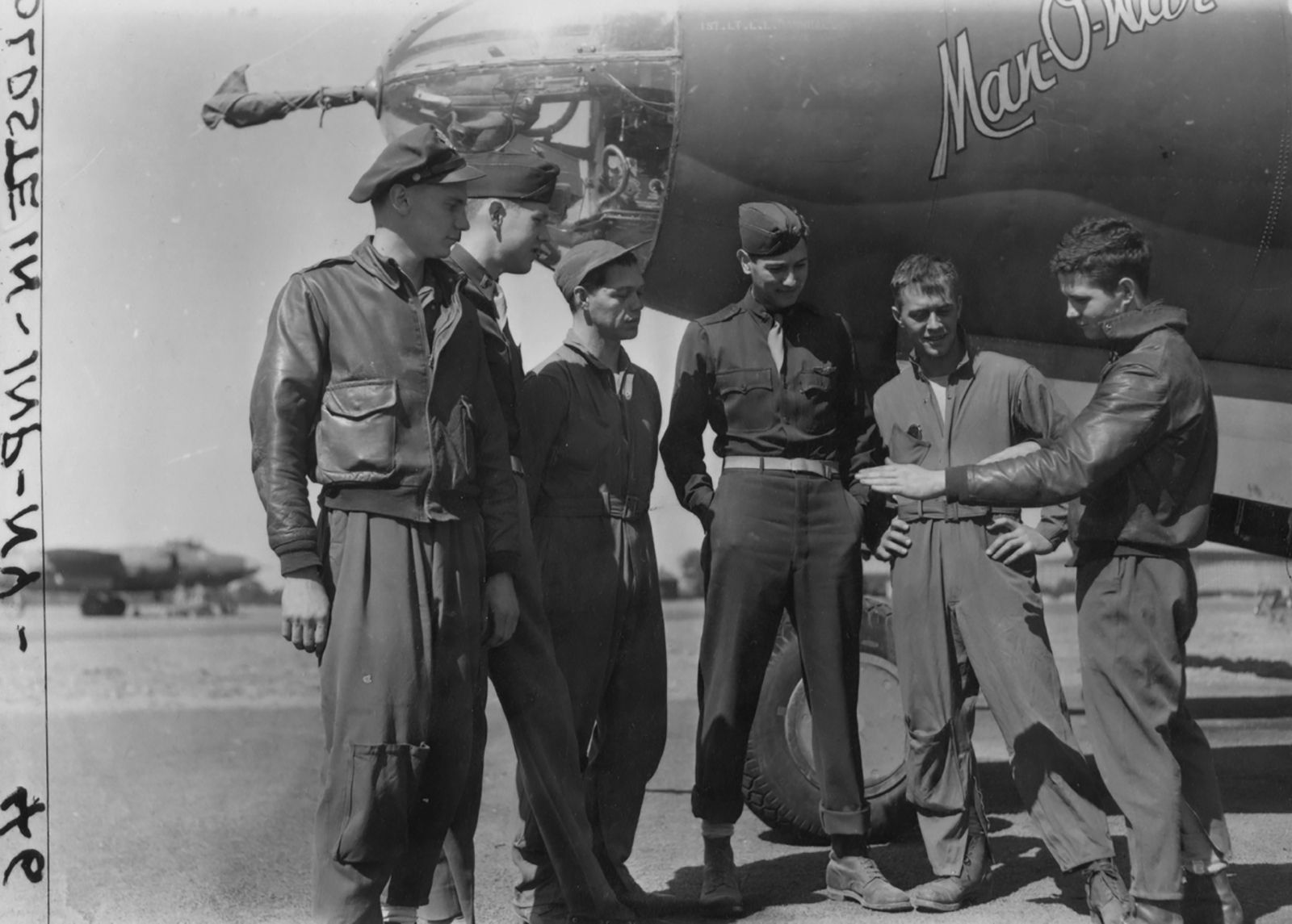 USAAF 41 31852 B 26B Marauder 386BG555BS YAB Man O War Jnr with crew 01