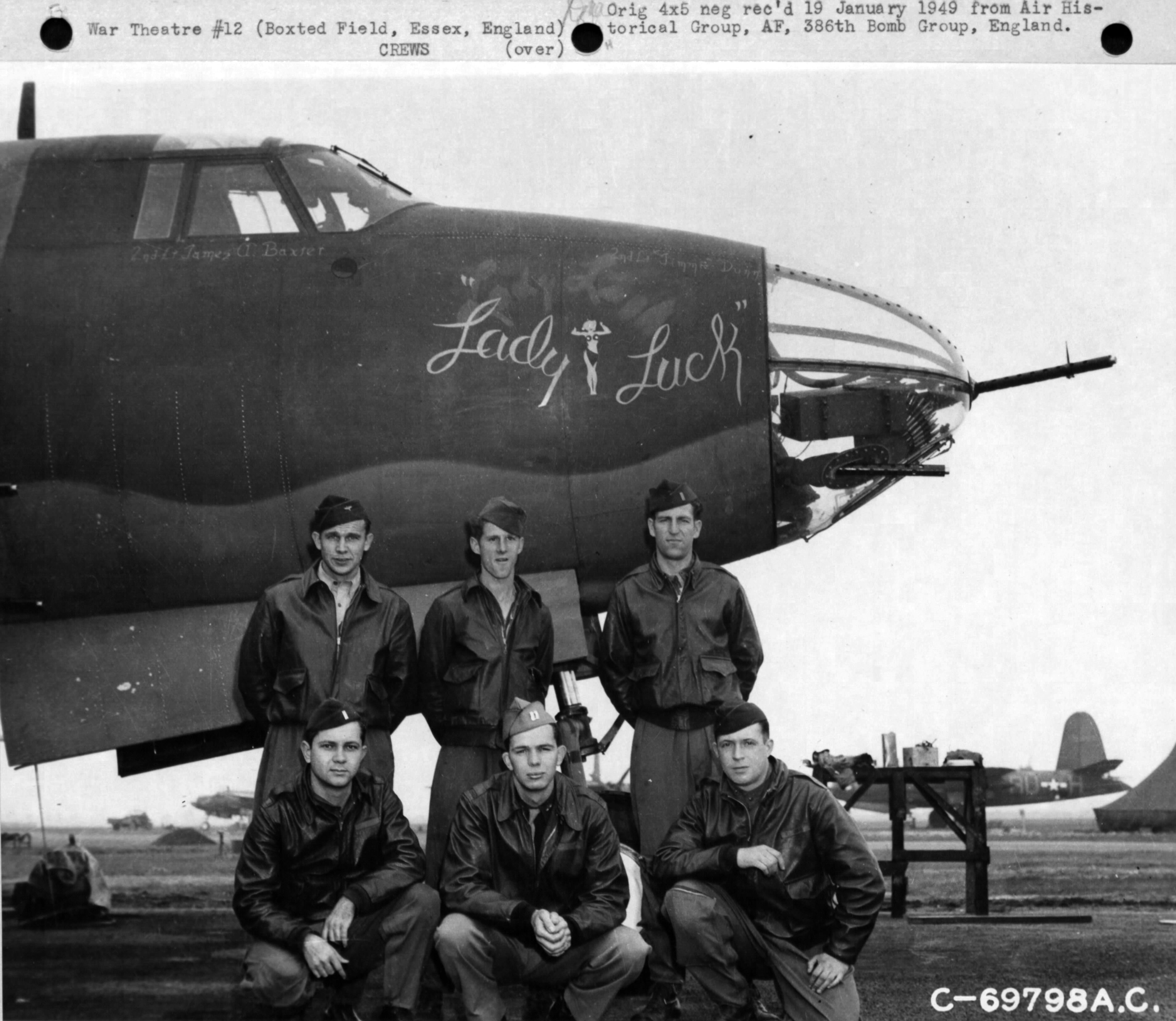 USAAF 41 34947 B 26C Marauder 386BG554BS RUK Lady Luck with crew at their base in Boxted Essex England 12 Sep 1943 01
