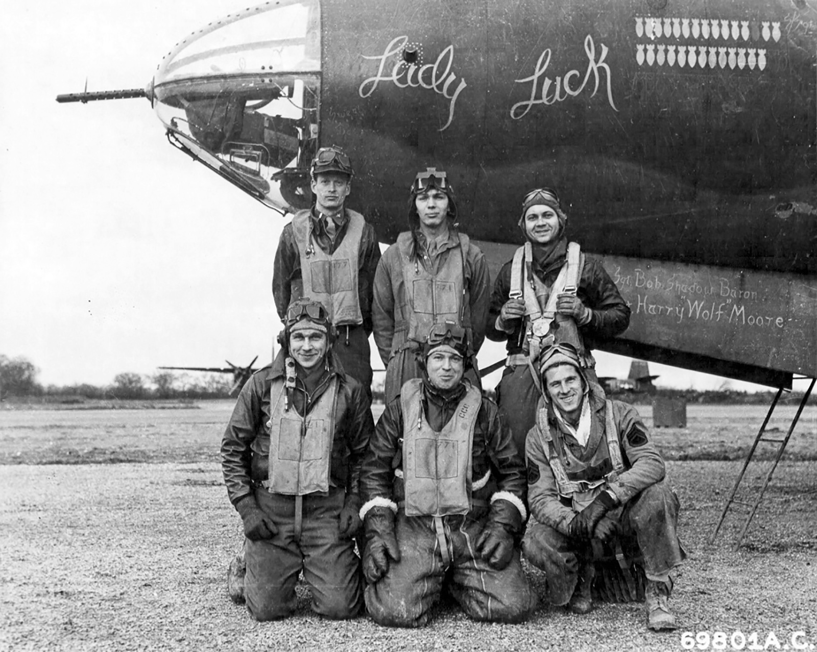 USAAF 41 34947 B 26C Marauder 386BG554BS RUK Lady Luck with crew at their base in Boxted Essex England 12 Sep 1943 044