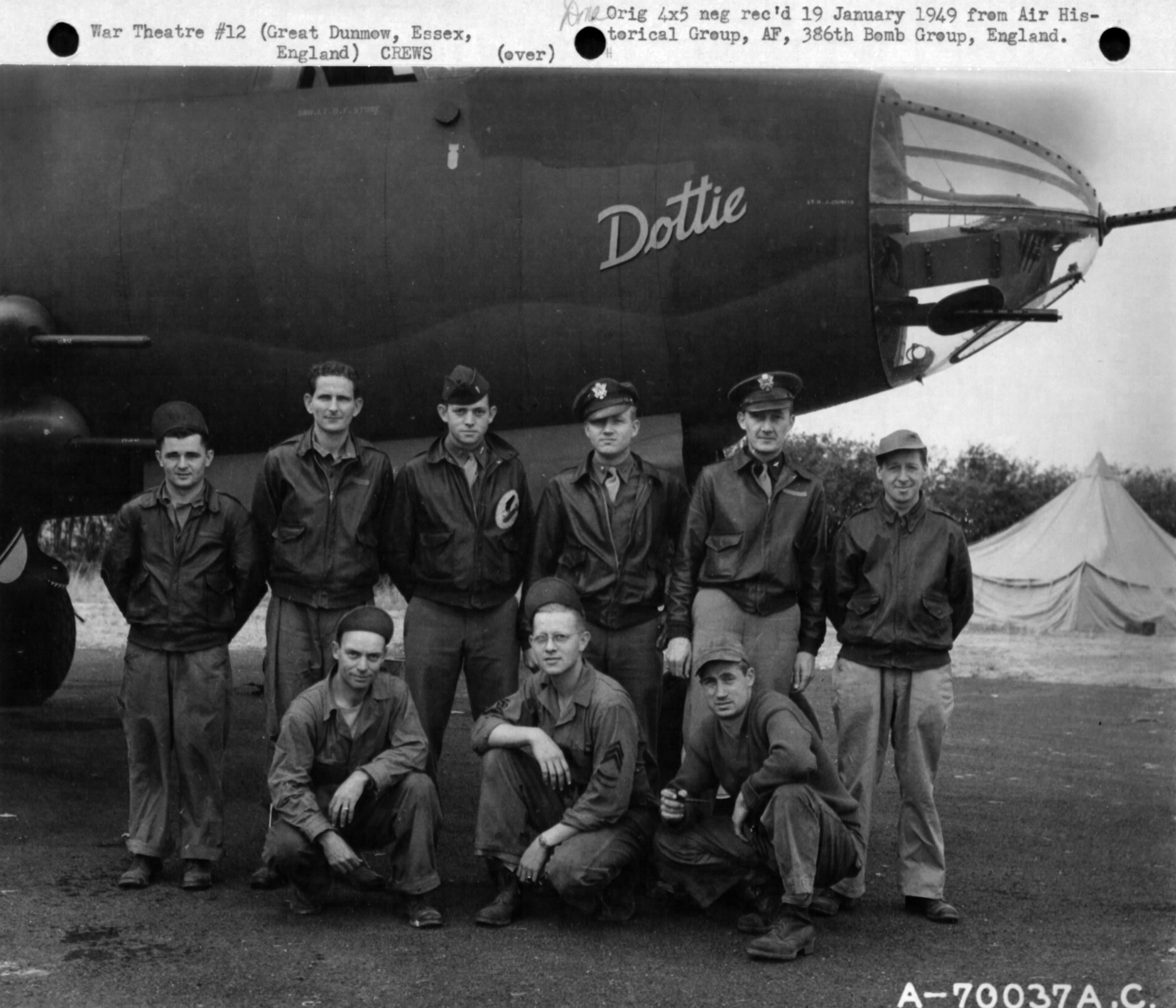 USAAF 41 34954 B 26C Marauder 386BG552BS RGQ Dottie with crew Great Dunmow Essex Engalnd 1 Sep 1943 01