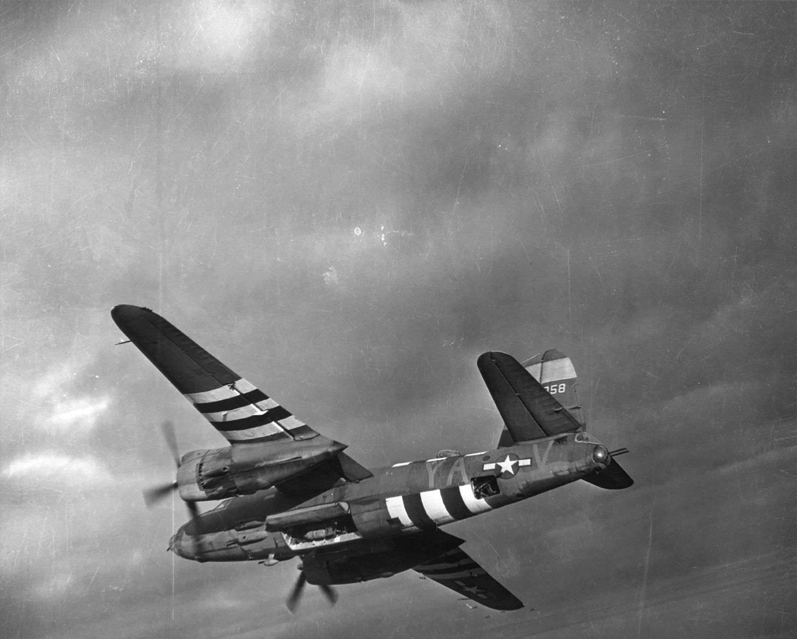 USAAF 41 35358 B 26C Marauder 386BG555BS YAV Sexy Betsy over the drop zone 1944 02