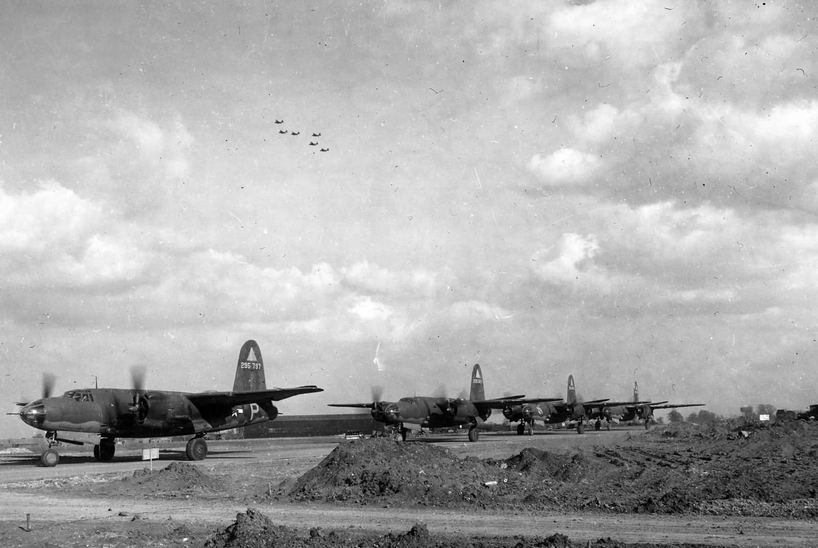 USAAF 42 95797 B 26B Marauder 391BG572BS P2P and also 391BG574BS 4LP TS Ticket taxing England 1 May 1944 02