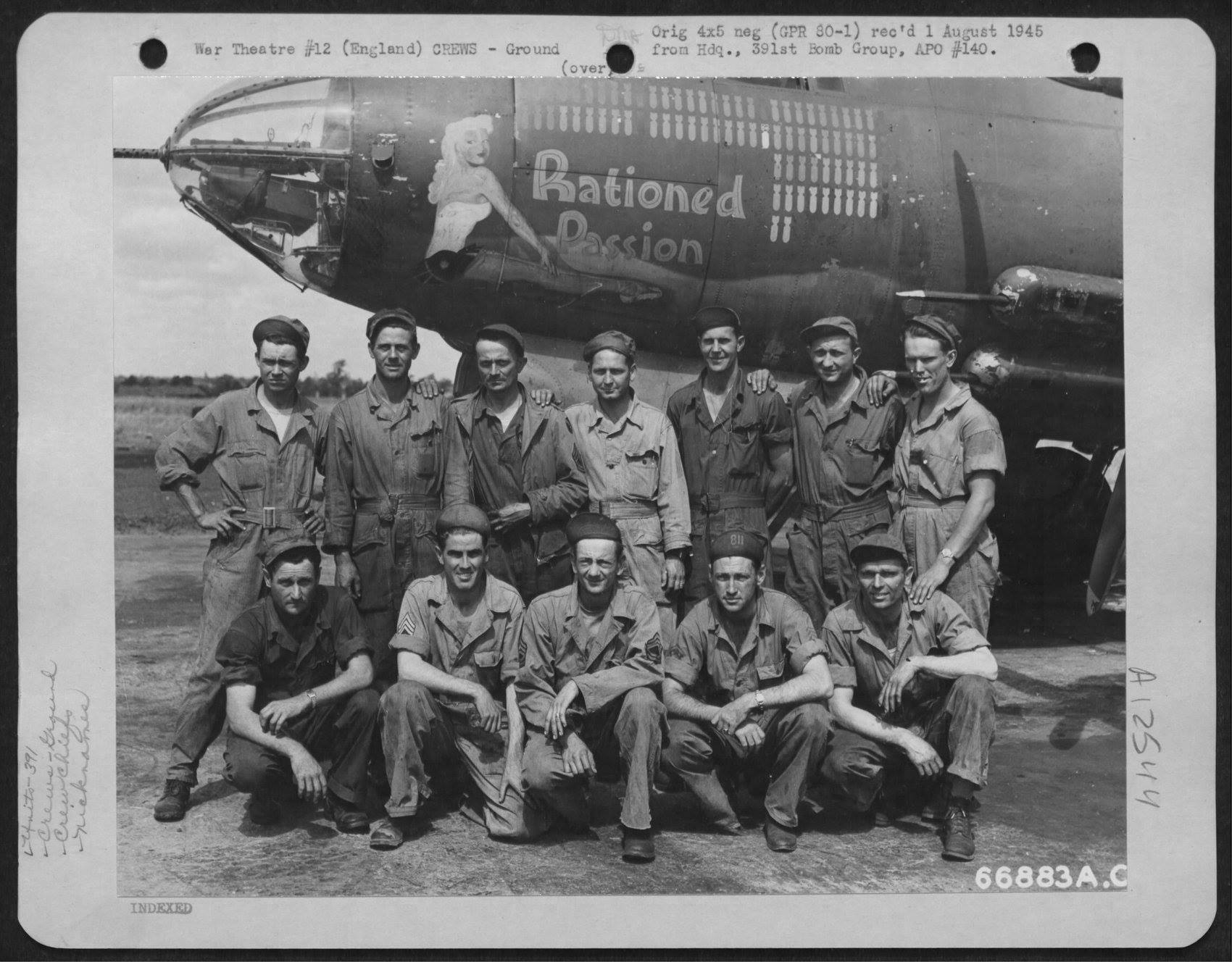 USAAF 42 95812 B 26B Marauder 391BG572BS P2D Rationed Passion with ground crew England 1 Aug 1944 01