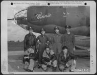 Asisbiz USAAF 41 31617 B 26B Marauder 386BG552BS RGA Winnie with crew Great Dunmow Essex Engalnd 1 Sep 1943 01