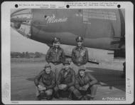 Asisbiz USAAF 41 31617 B 26B Marauder 386BG552BS RGA Winnie with crew Great Dunmow Essex Engalnd 20 Aug 1943 01