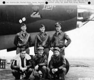 Asisbiz USAAF 41 31622 B 26B Marauder 386BG554BS RUx Litjo with crew at Boxted Field Essex England 12 Sep 1943 01