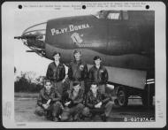 Asisbiz USAAF 41 31658 B 26B Marauder 386BG554BS RUA Privy Donna with crew at their base in Boxted Essex England 12 Sep 1943 01