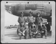 Asisbiz USAAF 41 31877 B 26B Marauder 386BG554BS RUV Bar Fly with crew Boxted Essex England 31 Aug 1944 01