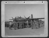Asisbiz USAAF 41 34868 B 26C Marauder 319BG437BS 04 Zero 4 with crew at Corsica 15 Dec 1944 01