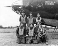 Asisbiz USAAF 41 34947 B 26C Marauder 386BG554BS RUK Lady Luck with crew at their base in Boxted Essex England 12 Sep 1943 044