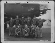 Asisbiz USAAF 41 34954 B 26C Marauder 386BG552BS RGQ Dottie with crew Great Dunmow Essex Engalnd 1 Sep 1943 02