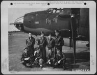 Asisbiz USAAF 41 34971 B 26C Marauder 386BG554BS RUQ Pay Off with crew Boxted Essex England 20 Aug 1943 02