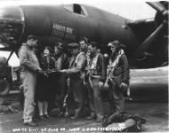 Asisbiz USAAF 42 95811 B 26B Marauder 391BG572BS P2G Ruthless with flight crew 01