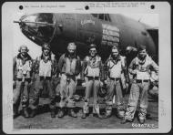 Asisbiz USAAF 42 95830 B 26B Marauder 391BG573BS T6M Calamity Lu with Lt Walker and crew England 9 Aug 1944 01