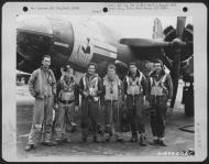 Asisbiz USAAF 42 95865 B 26B Marauder 391BG574BS 4LB Skyhag with Lt Saunders and crew England 21 Aug 1944 01