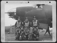 Asisbiz USAAF B 26B Marauder 386BG554BS Barbara with crew at their base in Boxted Essex England 12 Sep 1943 01