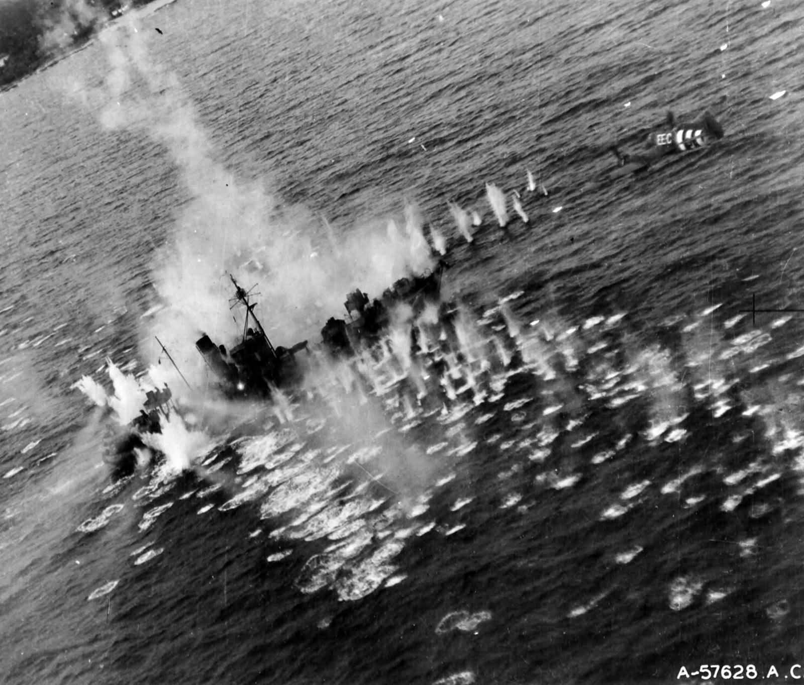 Beaufighter TFX RCAF 404Sqn EEC attacking German flak ship Vp1605 Mosel sank off Lillesand 15 Oct 1944 01